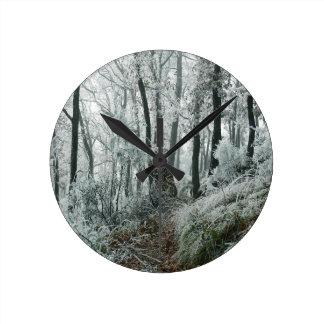 Forêt de Freezed de scène d'hiver Pendules