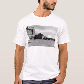 Fort Lewis, vue de WA des casernes et mont Rainier T-shirt