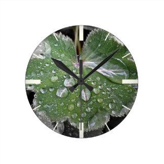 forte pluie horloge ronde