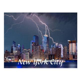 Foudre au-dessus de carte postale de New York City
