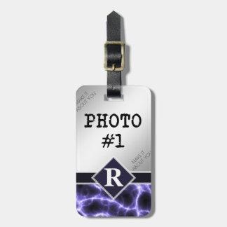 Foudre pourpre avec le monogramme et vos photos étiquette à bagage