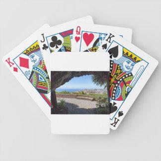 Foudroyez les perspectives sur la mer et le jeu de cartes