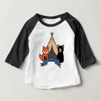 Fox de région boisée et T-shirt d'ours