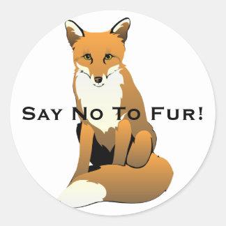 Fox mignon de bande dessinée se reposant sur la sticker rond