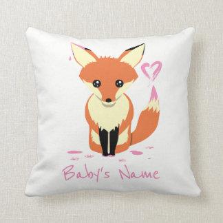 Fox peignant le coussin rose de nom de bébé de