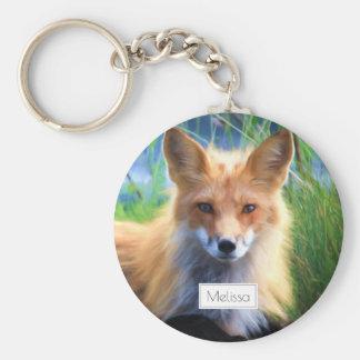 Fox rouge s'étendant dans le pittoresque d'herbe porte-clé rond