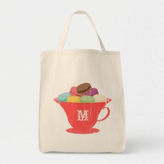 Français Macarons dans le sac rouge de monogramme