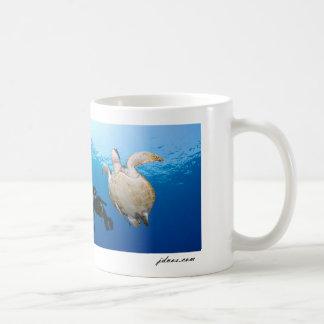 Freediver et tortue verte mug