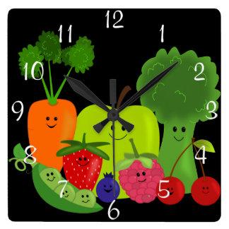 Fruit et horloge murale heureux de légume