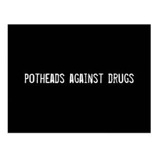 fumeurs de marijuana contre des drogues carte postale
