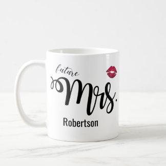 (Future) Mme avec une tasse de café de baiser