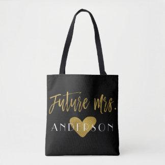 Future Mme Gold et sac noir de noce