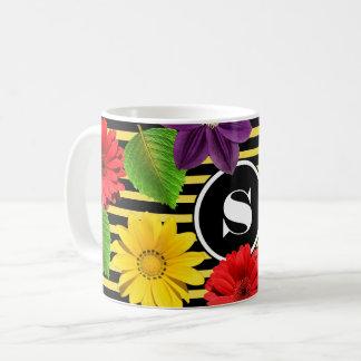 Gaffez les rayures et les fleurs d'abeille mug