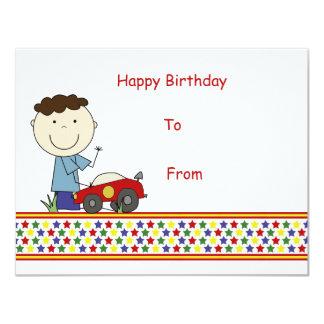 Garçon avec la voiture - le chèque-cadeau des carton d'invitation 10,79 cm x 13,97 cm