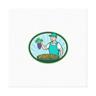 Garçon de ferme tenant rétro ovale de raisins secs toiles