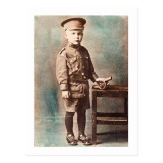 Garçon de Première Guerre Mondiale et main de Carte Postale