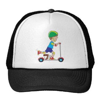 Garçon de scooter casquette