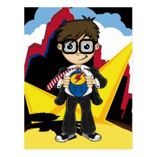 Garçon de super héros dans la carte de ville