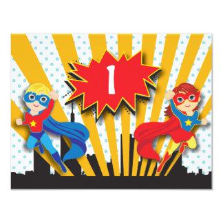 Garçon et fille de l'anniversaire | de super héros carton d'invitation 10,79 cm x 13,97 cm