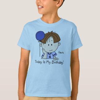 Garçon fait sur commande de brune avec le T-shirt