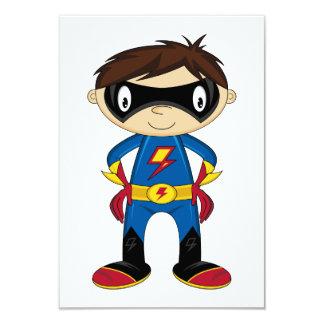 Garçon mignon de super héros carton d'invitation 8,89 cm x 12,70 cm