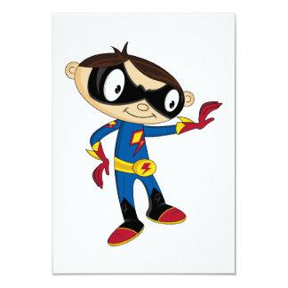 Garçon mignon de super héros cartons d'invitation