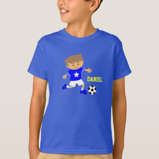 Garçon mignon d'étoile du football, thème du t-shirt