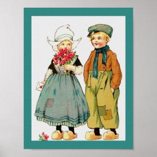 Garçon néerlandais mignon vintage et fille avec poster