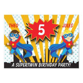 Garçons de l'anniversaire | de super héros de carton d'invitation  12,7 cm x 17,78 cm