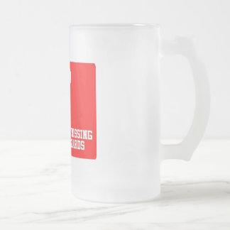 Gardes de croisement officielles buvant la tasse !
