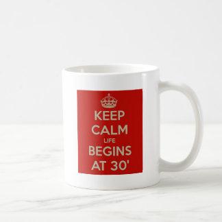 Gardez la vie calme commence à 30 mug blanc