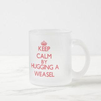 Gardez le calme en étreignant une belette tasse givré
