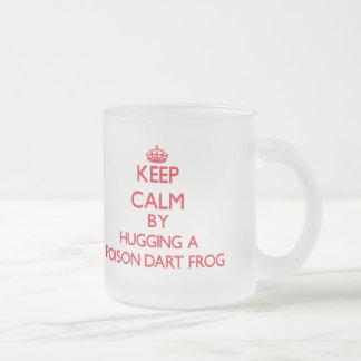 Gardez le calme en étreignant une grenouille de mug en verre givré
