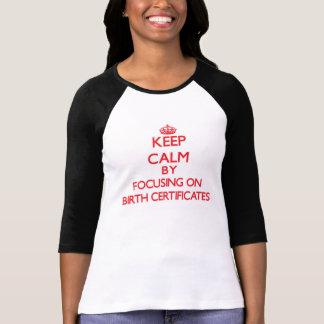 Gardez le calme en se concentrant sur des actes de t-shirts