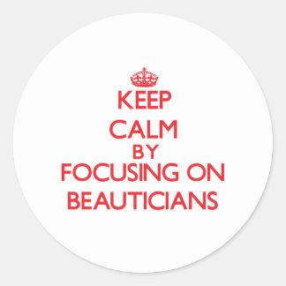 Gardez le calme en se concentrant sur des adhésifs ronds