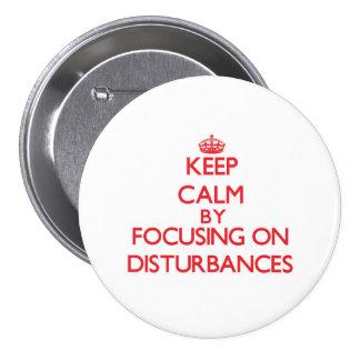 Gardez le calme en se concentrant sur des pin's avec agrafe