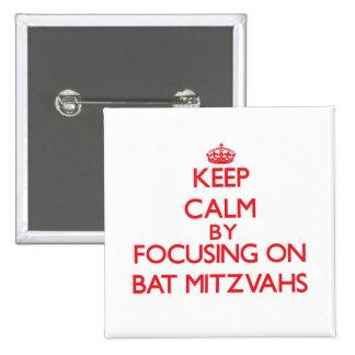 Gardez le calme en se concentrant sur des bat pin's avec agrafe