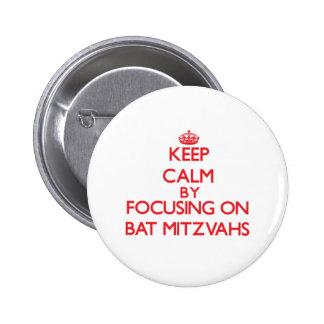 Gardez le calme en se concentrant sur des bat badges avec agrafe