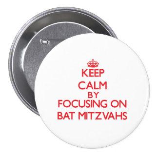Gardez le calme en se concentrant sur des bat badge avec épingle