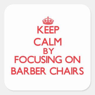 Gardez le calme en se concentrant sur des chaises autocollants carrés