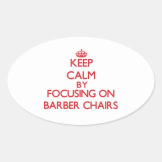 Gardez le calme en se concentrant sur des chaises autocollant ovale