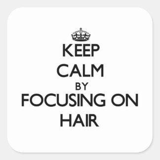 Gardez le calme en se concentrant sur des cheveux autocollant carré