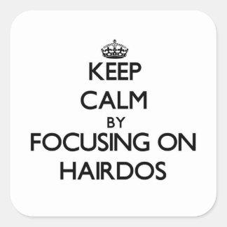 Gardez le calme en se concentrant sur des coiffure sticker carré