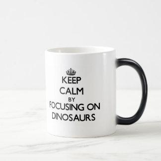Gardez le calme en se concentrant sur des dinosaur mug à café