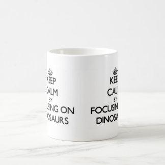 Gardez le calme en se concentrant sur des dinosaur tasse à café