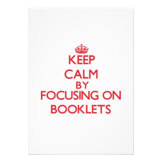 Gardez le calme en se concentrant sur des livrets carton d'invitation