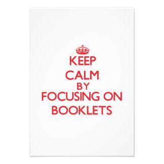 Gardez le calme en se concentrant sur des livrets cartons d'invitation personnalisés