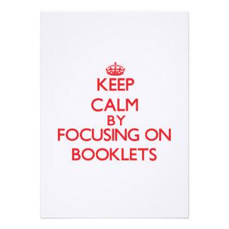 Gardez le calme en se concentrant sur des livrets cartons d'invitation