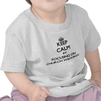Gardez le calme en se concentrant sur des mariages t-shirts