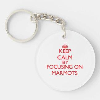 Gardez le calme en se concentrant sur des marmotte porte-clé rond en acrylique double face